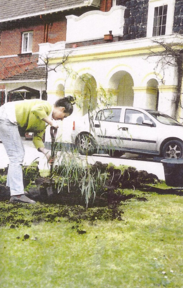 002 Sandy Pullman planting the replacement Corroboree tree August 2002