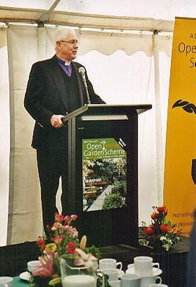 016 Archbishop Watson welcome to Australias Open Garden Scheme August 2003