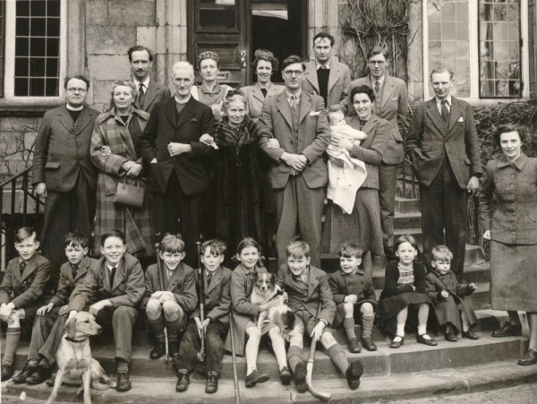 08 1948c extended Woods family, England