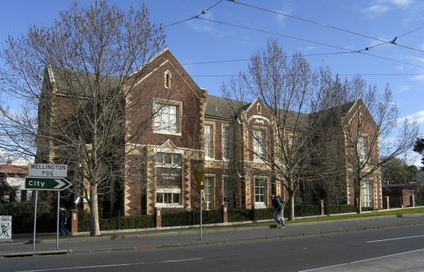 East Melbourne, Wellington Parade South, Cnr. Hoddle Street, 021