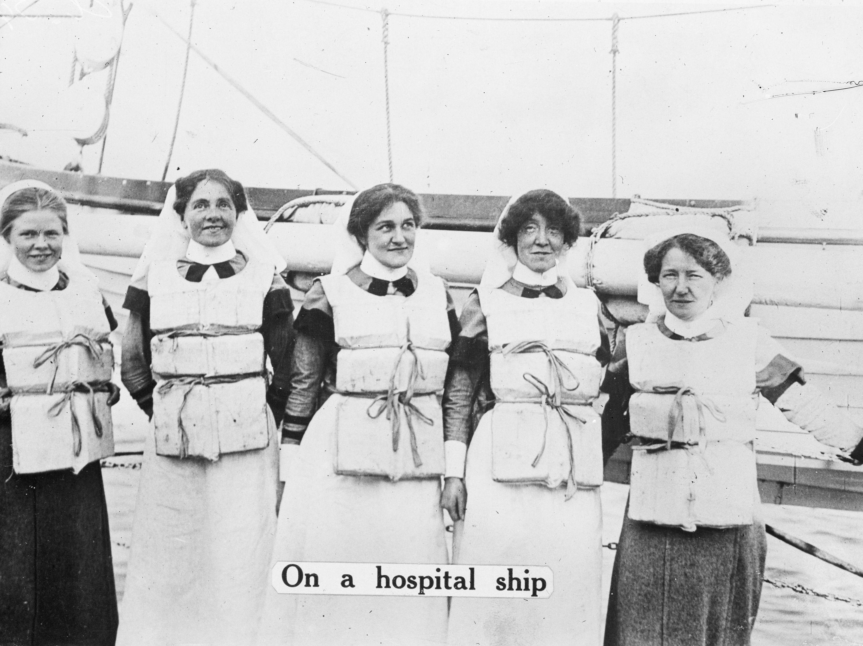 Nurses on transport duty (AWM A0343)