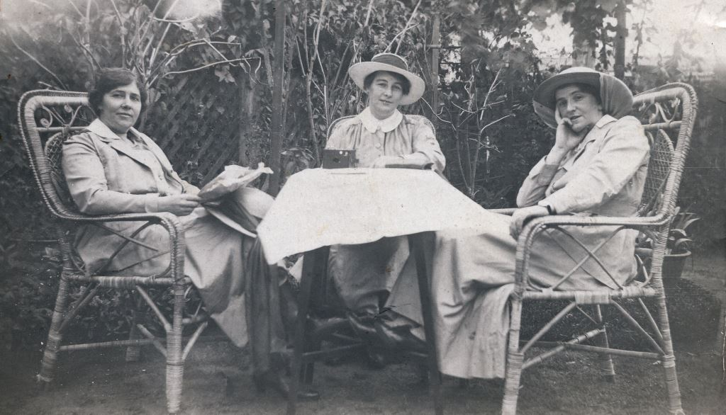 Constance Brooks (right), Sisters Club, Bombay 1917