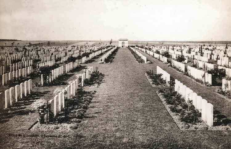 Caterpillar Valley Cemetery, Longueval, France