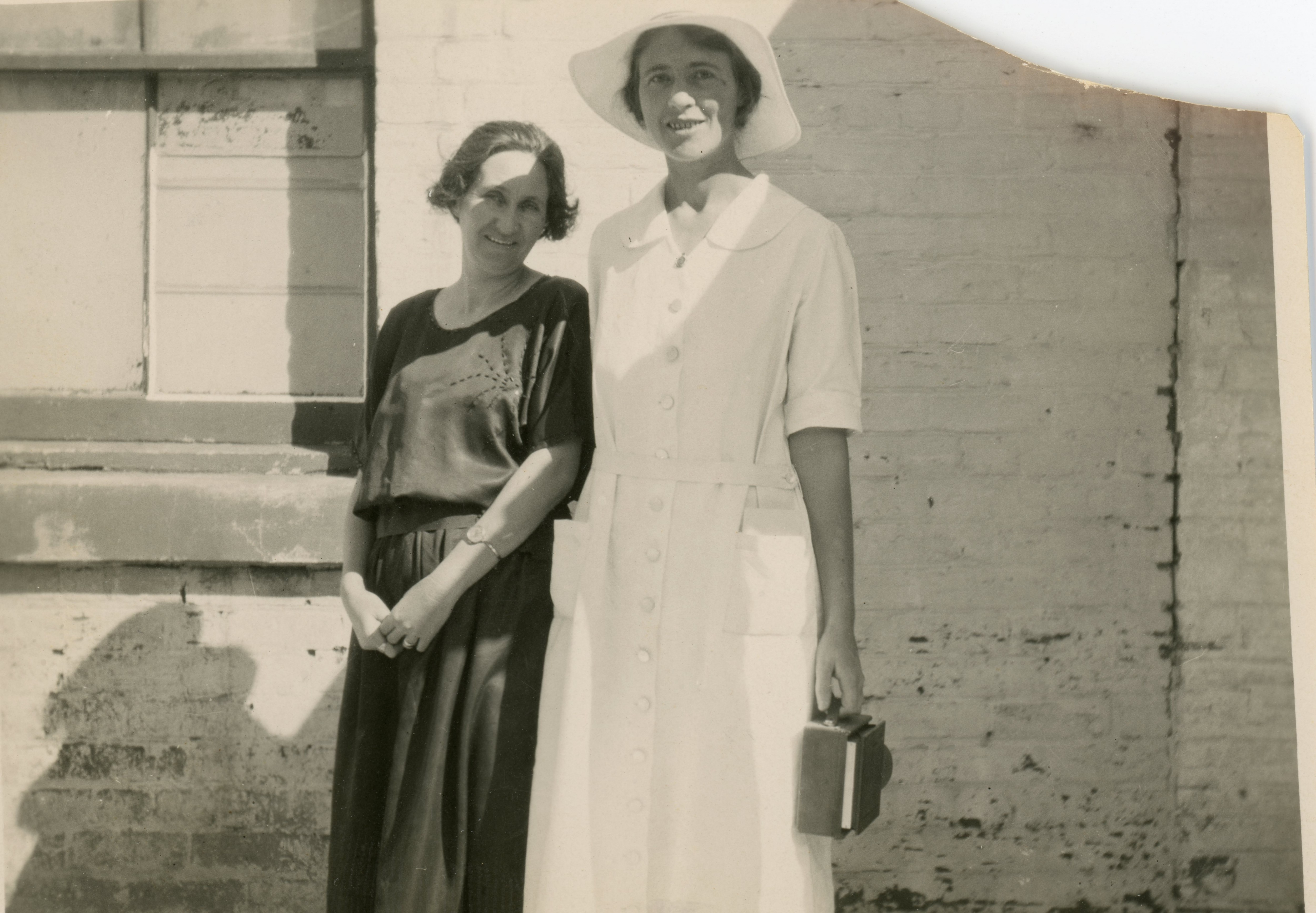 Maud Frey (r), Menindie, c1923 (family collection)